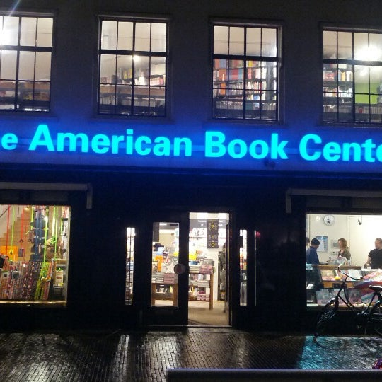 Foto tirada no(a) The American Book Center por Renato M. em 11/21/2012