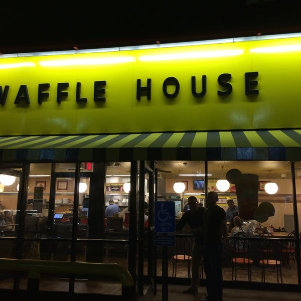 Photo taken at Waffle House by Jason S. on 8/30/2014