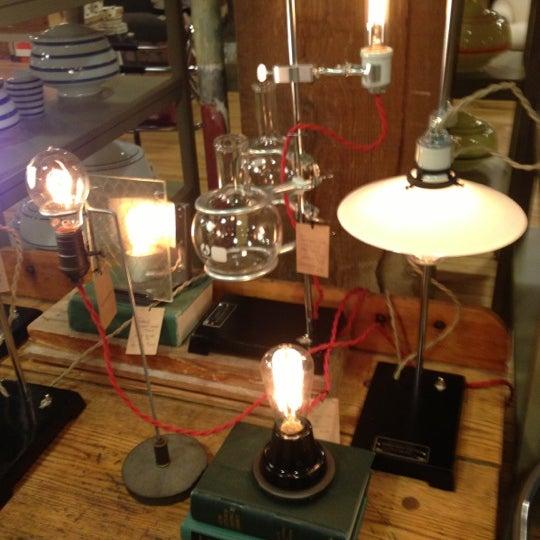 12/11/2012 tarihinde Bashar W.ziyaretçi tarafından Schoolhouse Electric & Supply Co.'de çekilen fotoğraf