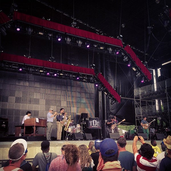 Photo taken at What Stage at Bonnaroo Music & Arts Festival by Boris on 6/16/2013