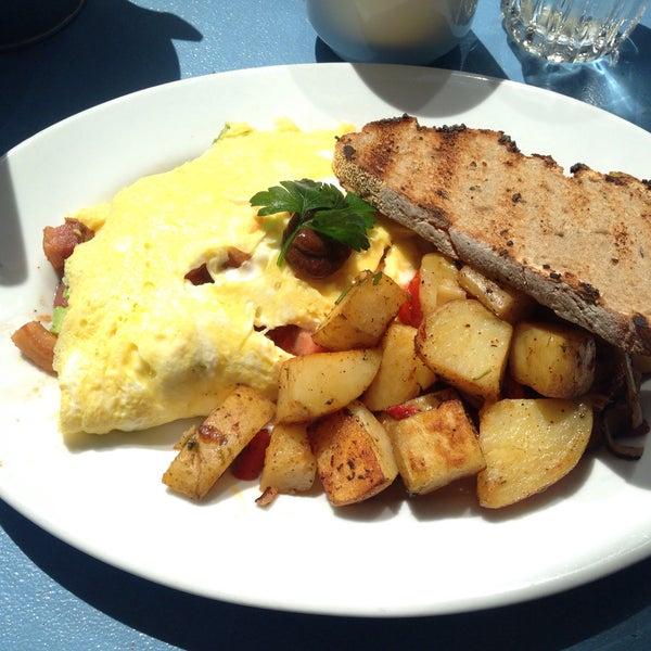 รูปภาพถ่ายที่ Harbor Breakfast โดย Tiffany M. เมื่อ 5/9/2015