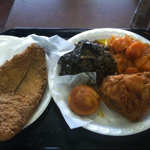Photo taken at Nana's Soul Food Kitchen by Rashad P. on 5/9/2014