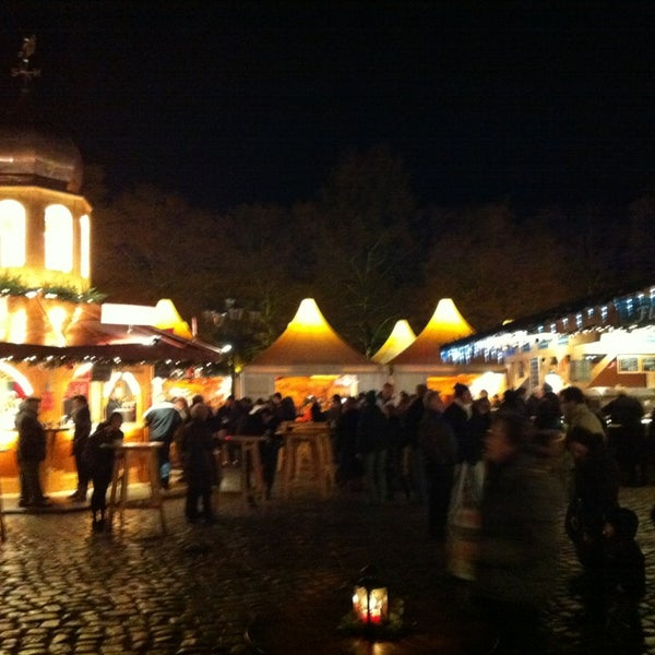 Photo taken at Weihnachtsmarkt vor dem Schloss Charlottenburg by Olaf B. on 12/25/2012
