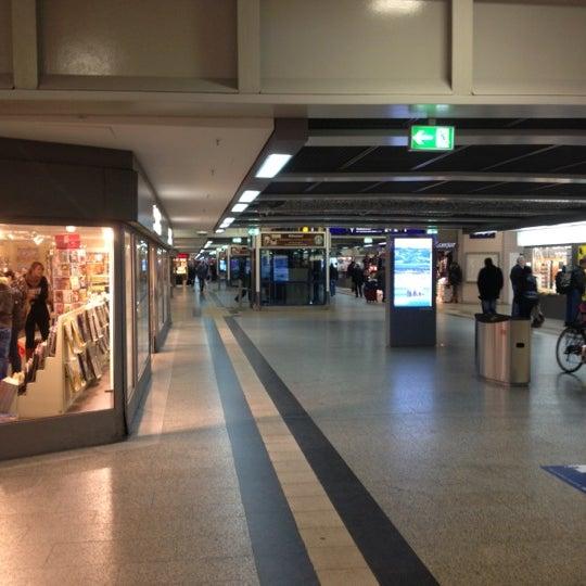 Photo taken at Duisburg Hauptbahnhof by Jos J. on 11/16/2012