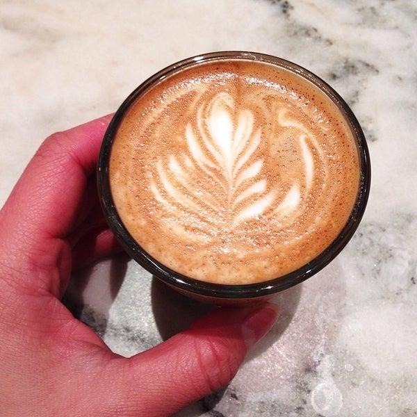 Foto scattata a Toby's Estate Coffee da Tina W. il 11/7/2013