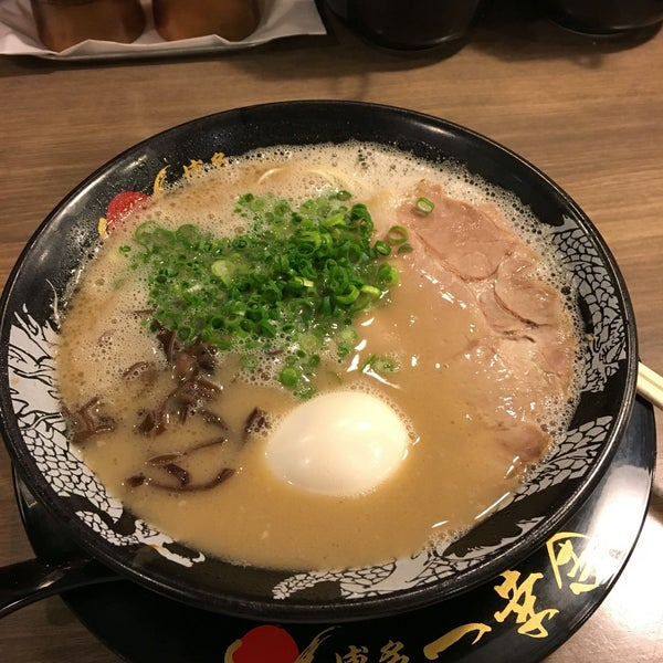 Photo taken at Hakata Ikkousha by Tae Y. on 9/30/2016