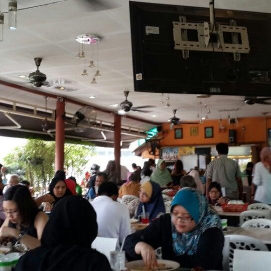 Photo taken at Restoran Sambal Hijau by Harith H. on 6/17/2013