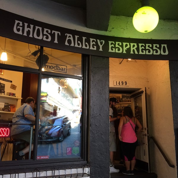 Photo taken at Ghost Alley Espresso by René G. on 8/23/2015