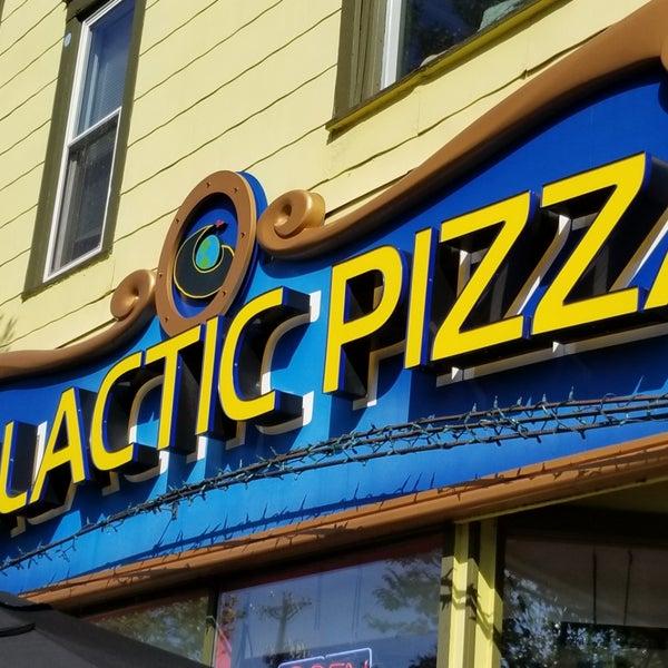Foto tomada en Galactic Pizza por Derek F. el 9/23/2018