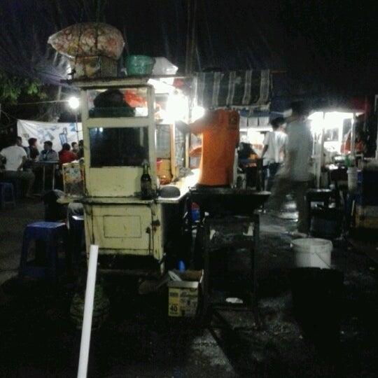 Photo taken at Roti Bakar Eddy by Fitrie R. on 1/14/2013