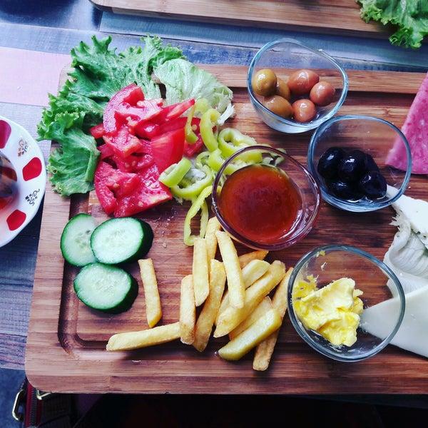 9/25/2016 tarihinde Gamze Ç.ziyaretçi tarafından Fiskos Kahvaltı Cafe'de çekilen fotoğraf