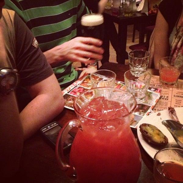 Снимок сделан в Papa's Bar & Grill пользователем Anastasi B. 4/5/2013