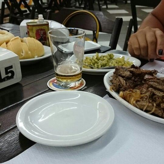 Foto tirada no(a) Brasil Burger por Rogério M. em 1/25/2014