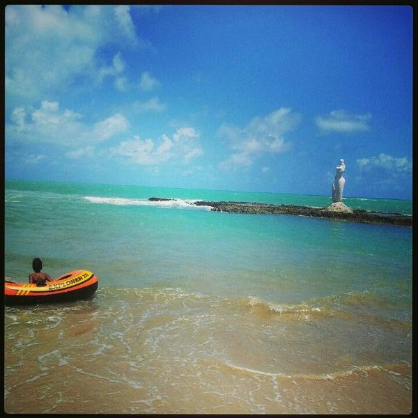 Foto tirada no(a) Praia Mirante da Sereia por Edilson C. em 1/5/2013
