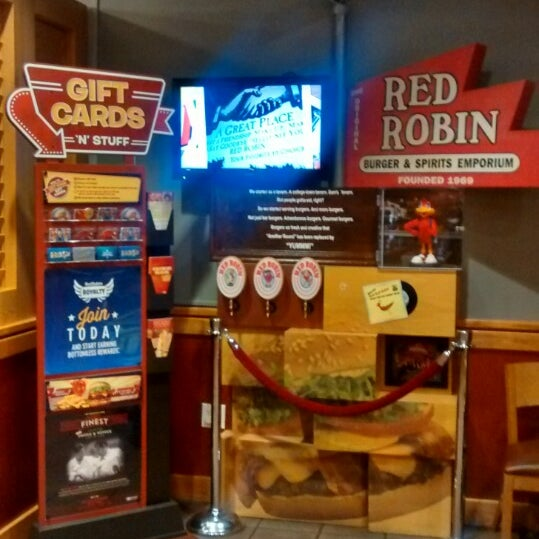 Photo taken at Red Robin Gourmet Burgers by Joshua S. on 1/20/2014