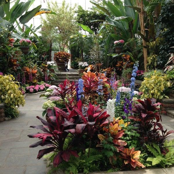 Photo taken at Planting Fields Arboretum by Bratt S. on 5/12/2013