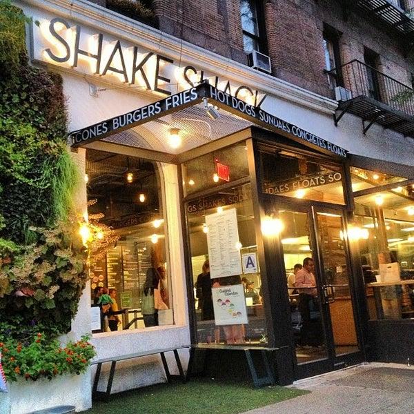 Photo taken at Shake Shack by d b. on 9/20/2012