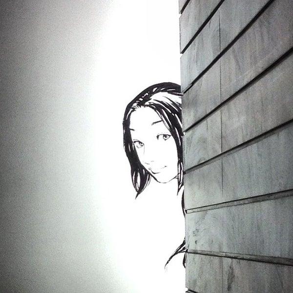 รูปภาพถ่ายที่ Kinokuniya Bookstore โดย Alex C. เมื่อ 2/15/2013