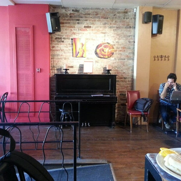 9/30/2013 tarihinde Kim D.ziyaretçi tarafından Café Lézard'de çekilen fotoğraf