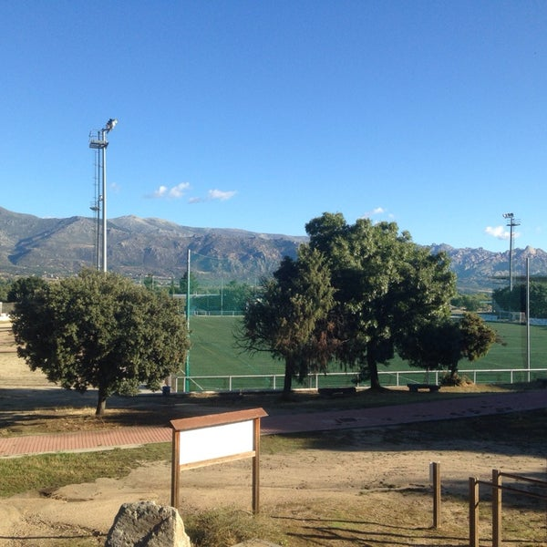Polideportivo ciudad deportiva navafr a stadium in for Piscina moralzarzal