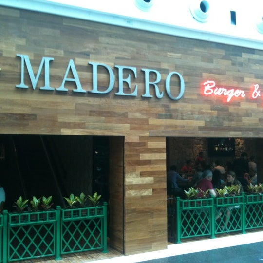 Photo taken at Madero Burger & Grill by Mauro V. on 11/3/2012