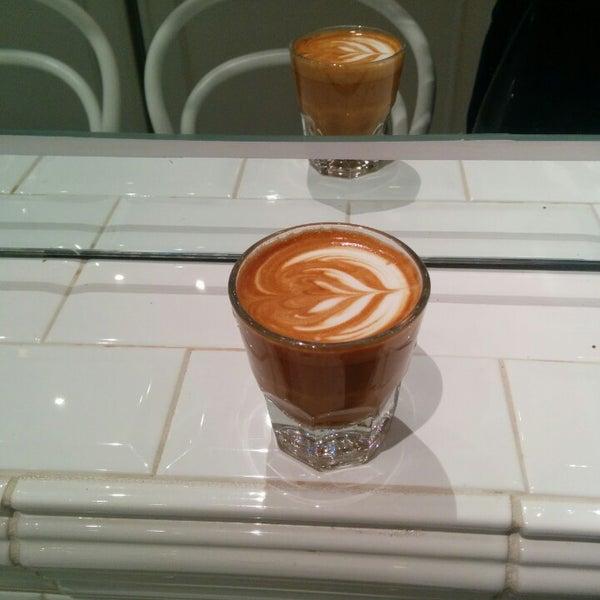 Foto scattata a Toby's Estate Coffee da Fred W. il 1/31/2014