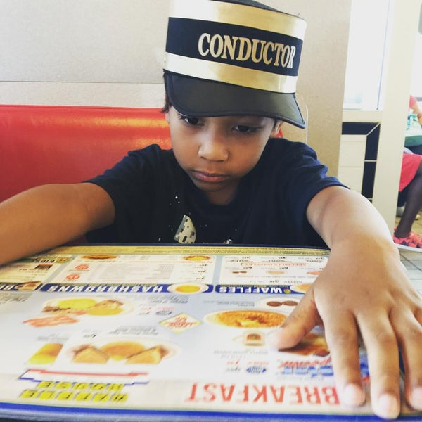 Photo taken at Waffle House by Christina Y. on 9/6/2015