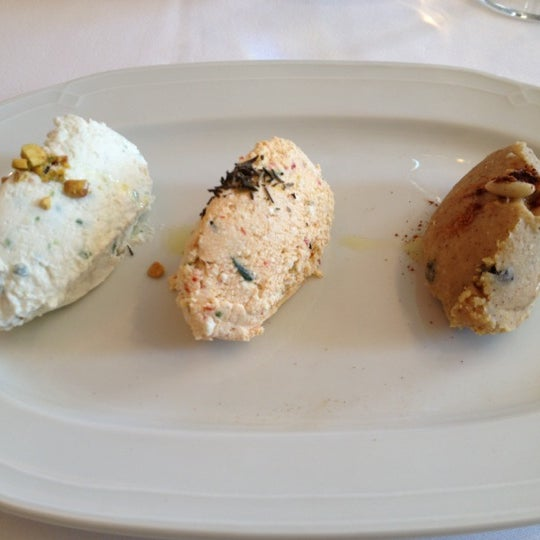Foto diambil di Asitane Restaurant oleh İpek pada 11/20/2012
