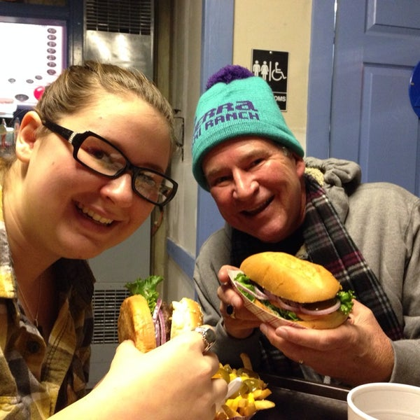 Photo taken at Izzy's Burger Spa by Dorothy Kucich J. on 12/29/2013