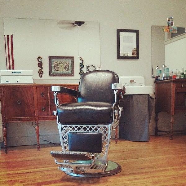 7/25/2013 tarihinde Tyler R.ziyaretçi tarafından Foremost Barbershop'de çekilen fotoğraf