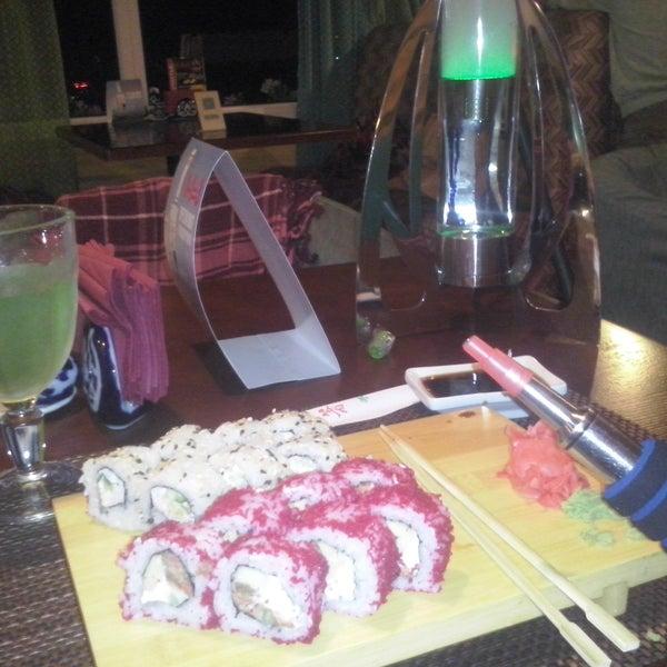 Суши как в Евразии, но чуть дороже, тоже есть много акций, приятный кальян, лаунж атмосфера, но слишком яркий свет, отличный лимонад. Цены чуть выше среднего, в целом впечатление хорошее)