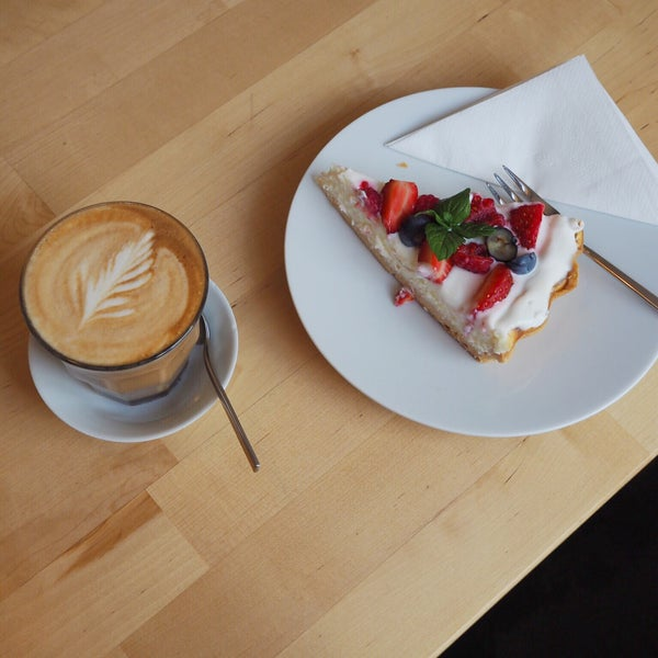 Definetely the best coffee in Liberec from The Barn roastery. Tasty deserts and vegetarian meals are another advantage of this cozy hipster concept.