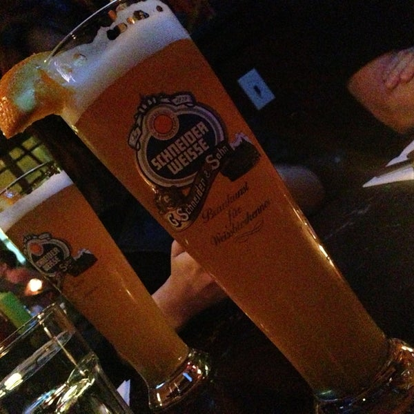 Photo taken at Amsterdam Ale House by Stephany R. on 5/5/2013