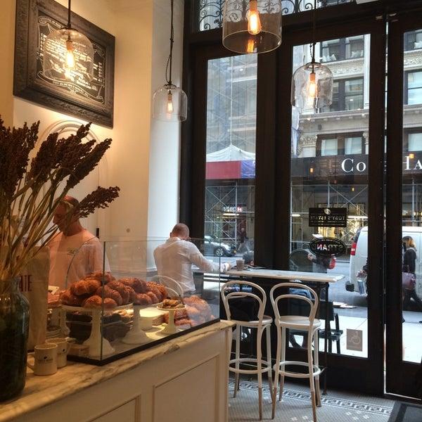Foto scattata a Toby's Estate Coffee da Henry K. il 9/30/2014
