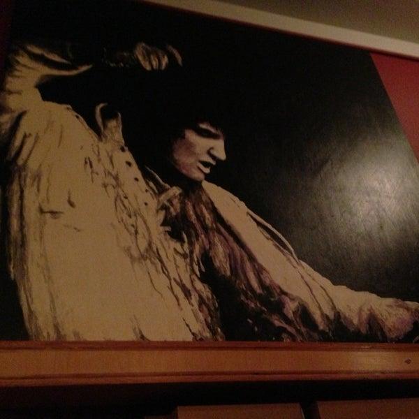 2/24/2013 tarihinde Matthew B.ziyaretçi tarafından Random Order Pie Bar'de çekilen fotoğraf