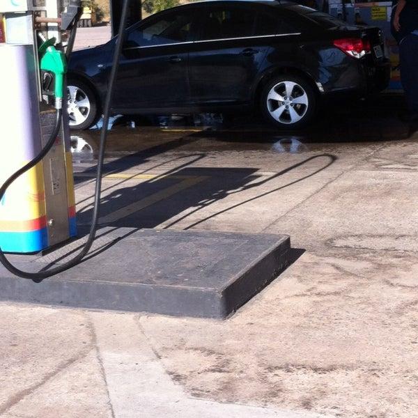 se der uma caixinha, eles lavam o seu carro no abastecimeto.