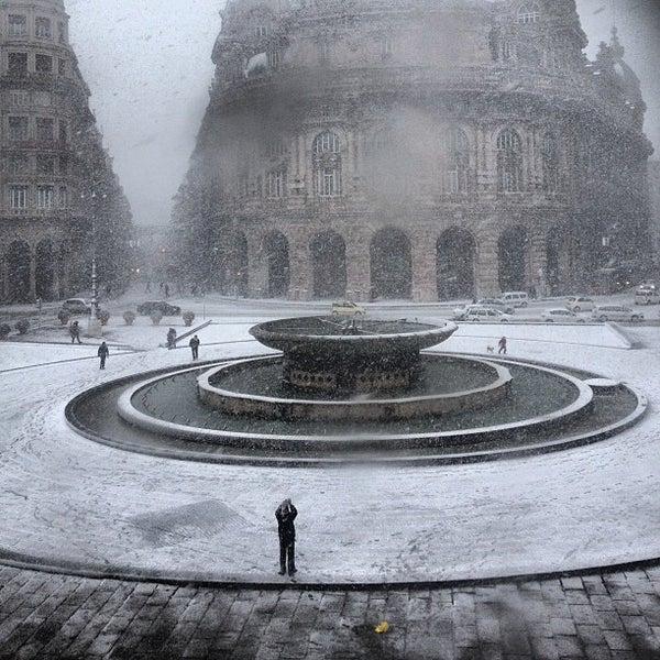 Foto scattata a Piazza de Ferrari da Livia B. il 2/11/2013