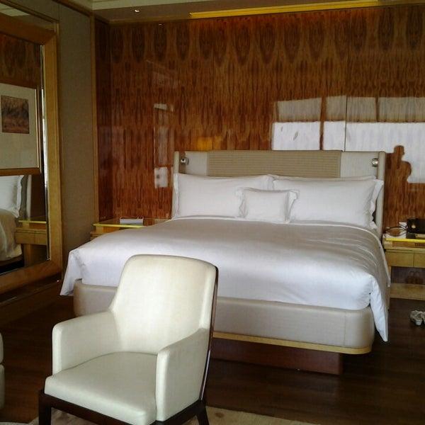 Photo taken at The Ritz-Carlton Millenia Singapore by Agus G. on 4/5/2013