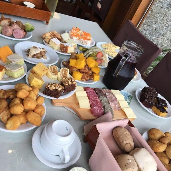 Foto tirada no(a) Coelho Café Colonial por Dessa V. em 5/5/2017