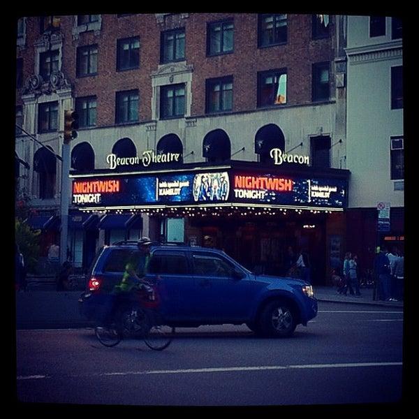 รูปภาพถ่ายที่ Beacon Theatre โดย Maksym S. เมื่อ 9/15/2012