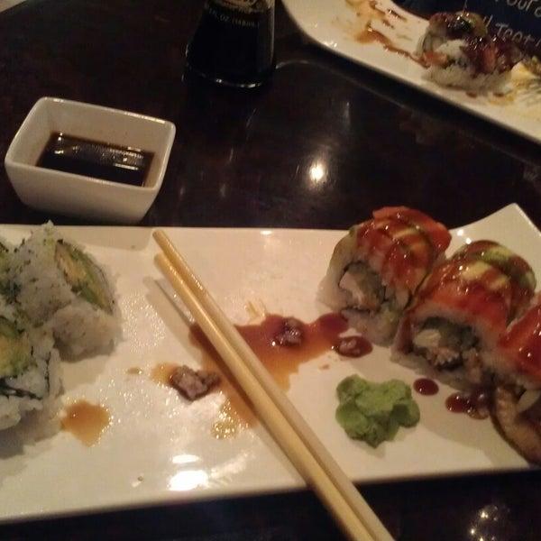 Photo prise au Sushi O Bistro par Christie S. le11/6/2014