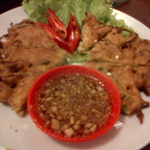 Photo taken at Phuket Thai Resto by Liesa A. on 3/20/2013