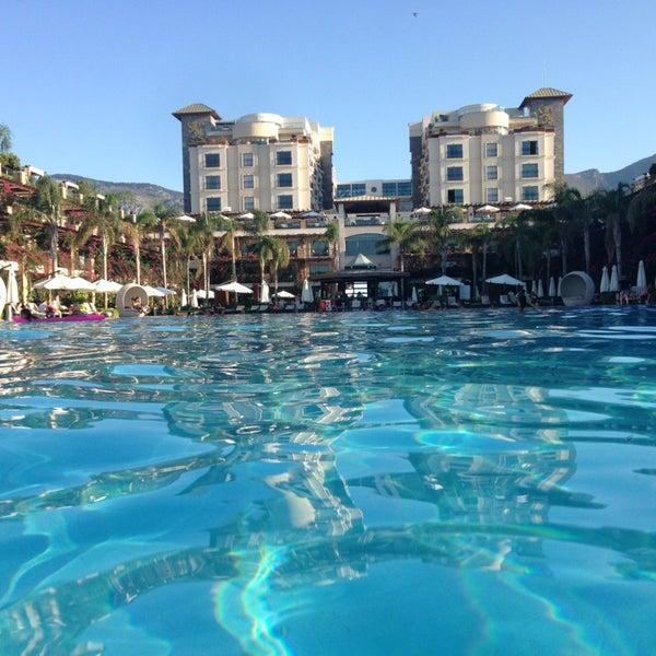 Foto scattata a Cratos Premium Hotel & Casino da 'Cn K. il 7/28/2013