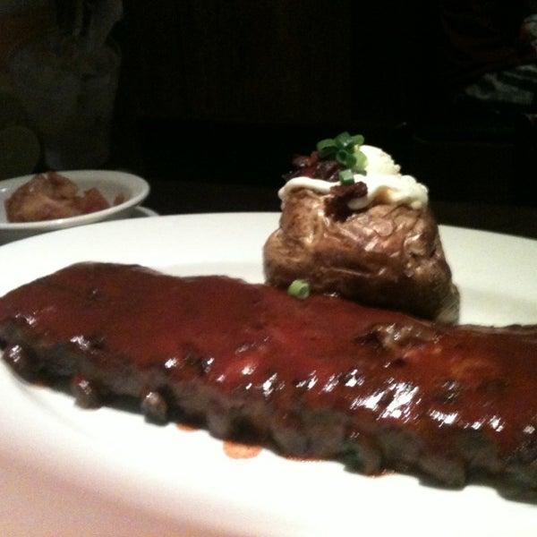 Foto tirada no(a) Outback Steakhouse por Erica A. em 3/3/2013