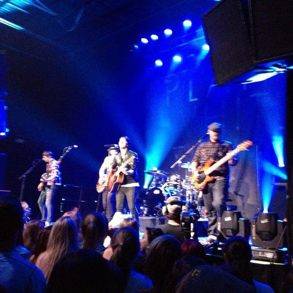 รูปภาพถ่ายที่ Summit Music Hall โดย Michelle C. เมื่อ 8/7/2013