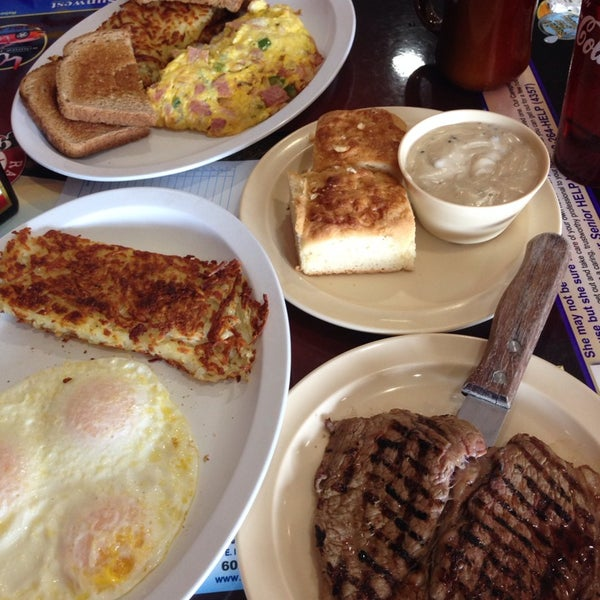 Photo taken at Ranch House Grille by C R. on 5/5/2014