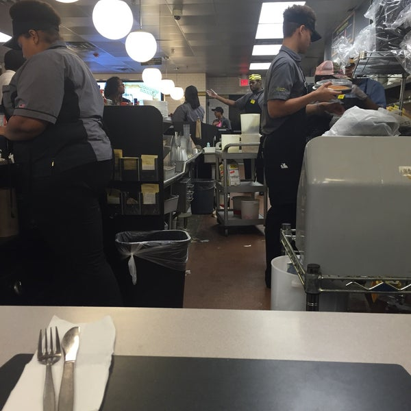 Photo taken at Waffle House by Devonta on 2/7/2016