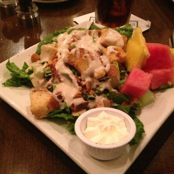 Foto tomada en Taste of Texas por Nikki 🍀 C. el 6/12/2013