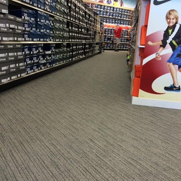 Gravois Bluffs Shoe Store