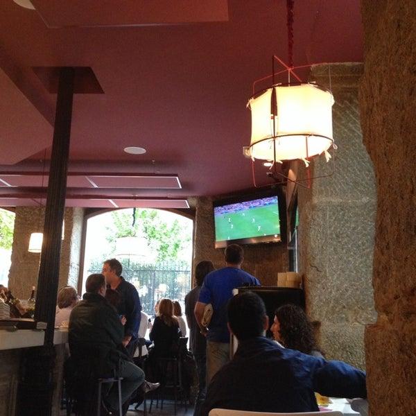 Foto tomada en a.n.E.l. Tapas & Lounge Bar por Javier G. el 10/26/2013